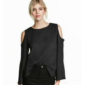 Cold shoulder crinkle black top H&M size large